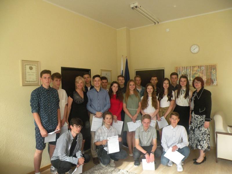 Za výborné plnenie svojich povinností bola našim žiačkam a žiakom udelená riaditeľská pochvala