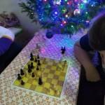 Príjemný vianočný šachový večer na internáte.